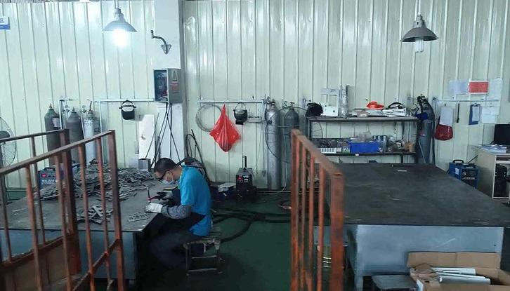 Sheet Metal Fabrication Stainless steel mirror frame Welding area